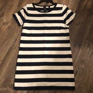 Short sleeve stripped dress.